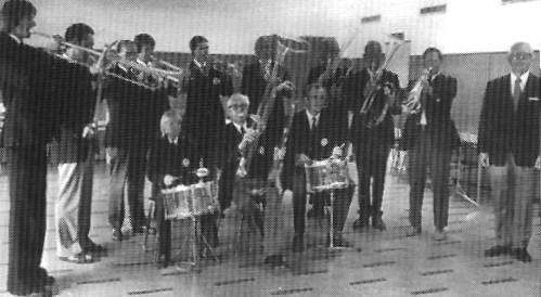 Det nydannede glasorkester ved præsentationen.